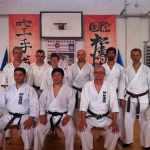 În faţă: sensei Bucur, preşedinte SKI Romania; shihan Murakami; sensei Teţu, preşedintele clubului organizator. În spate noi, împreună cu Mircea, Adi şi colegul nostru Zoli, de la Reghin